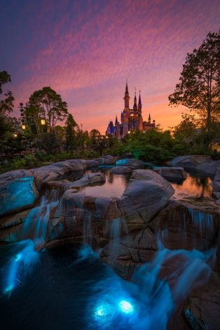 enchanted-storybook-castle-sunset-waterfalls-blue-light-shanghai-disneyland