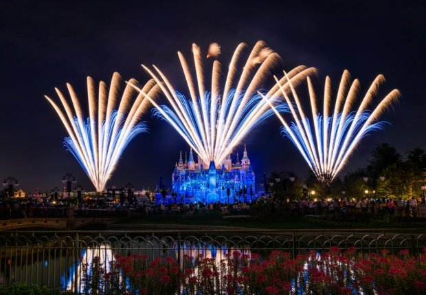 ignite-the-dream-front-fireworks-2-shanghai-disneyland