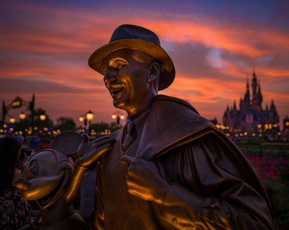 storytellers-sunset-shallow-dof-shanghai-disneyland_1