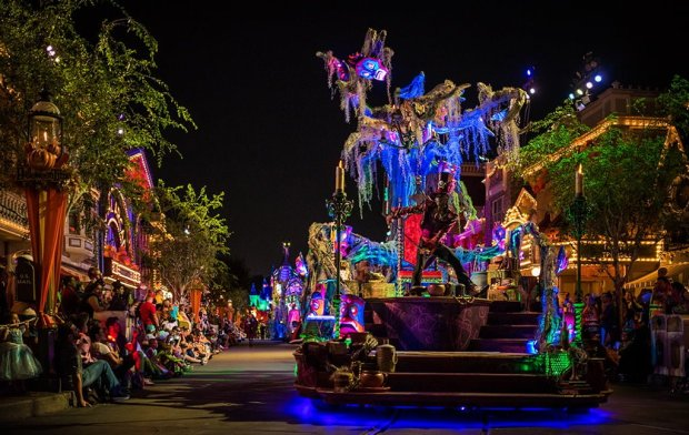 frightfully-fun-parade-mickeys-halloween-party-disneyland-068