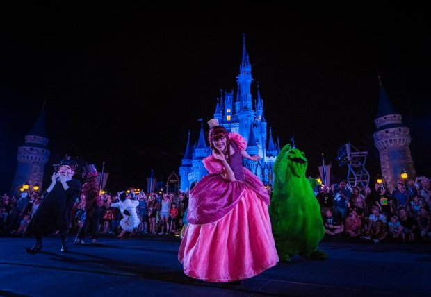mickeys-boo-to-you-halloween-parade-008