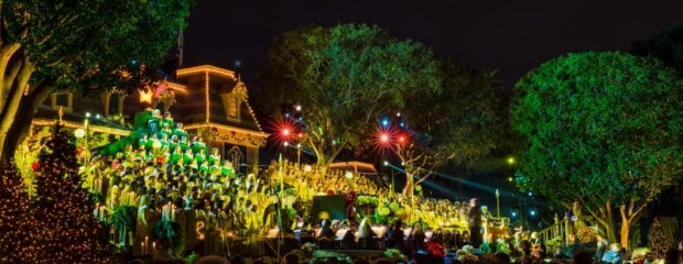 disneyland-candlelight-processional-california-christmas-003