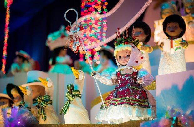 its-a-small-world-holiday-christmas-disneyland-005