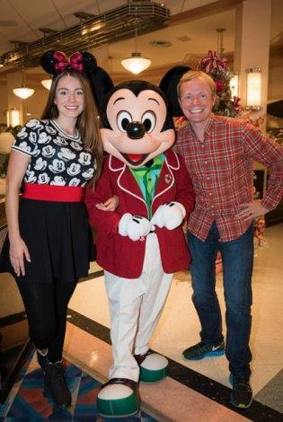 mickey-mouse-dapper-christmas-brickers-minnies-holiday-dine-walt-disney-world
