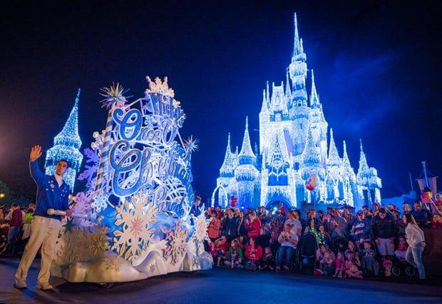 mickeys-once-upon-christmastime-parade-mvmcp-wdw-002