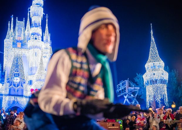 mickeys-once-upon-christmastime-parade-mvmcp-wdw-006