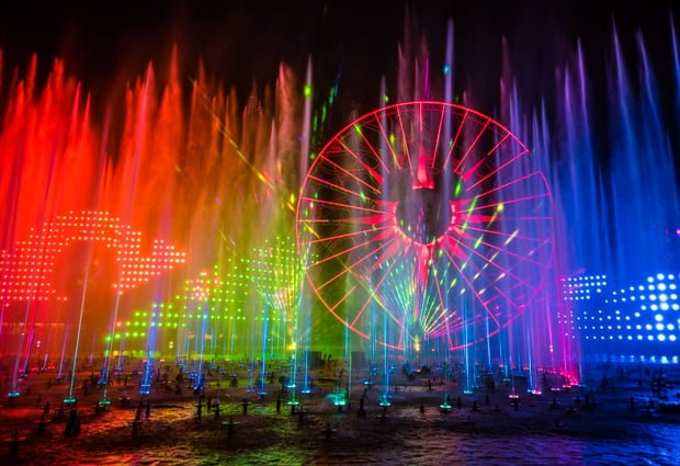 Disney California Adventure World Of Color Christmas 2020 Best World of Color Viewing Spots, Dining Packages & Photo Tips