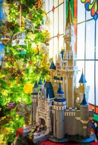 New LEGO Disney World & Disneyland Train Set - Disney