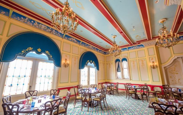 royal-banquet-hall-shanghai-disneyland-restaurant-china-040
