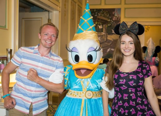 royal-banquet-hall-shanghai-disneyland-restaurant-china-daisy-duck-sarah-tom-bricker