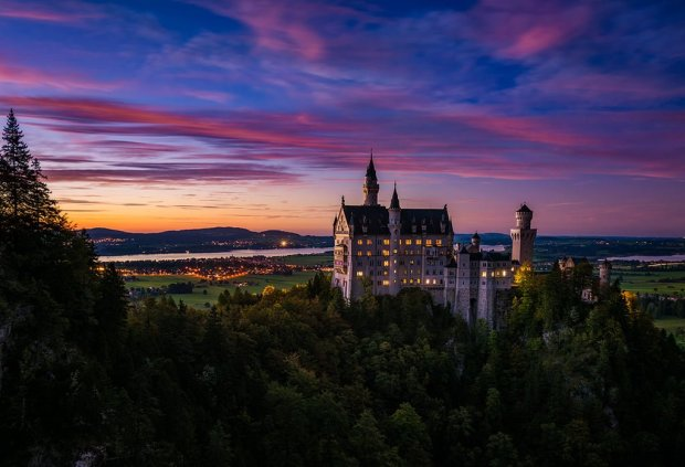 schloss-neuschwanstein-castle-dusk-sunset-germany-bavaria-bricker