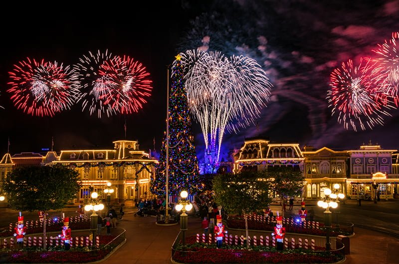 what to expect in december 2018 at walt disney world in terms of weather crowds special events and more basically december is all about christmas - When Does Disney Decorate For Christmas 2018