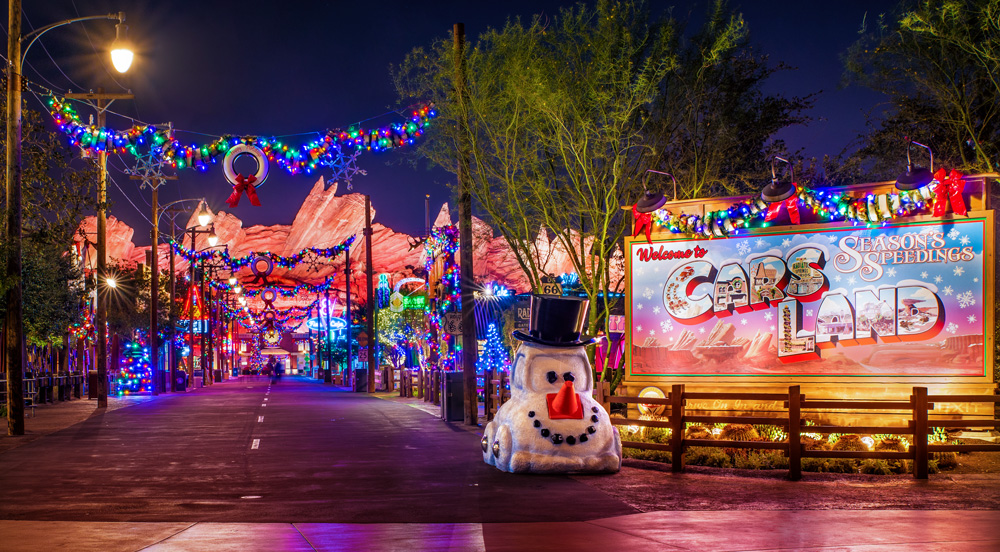 Christmas In Disneyland 2021 Dates Disneyland Christmas Ultimate Guide Disney Tourist Blog