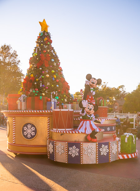 When Do The Christmas Decorations Go Up At Disney World 2021 Disney World Christmas 2021 Ultimate Guide Disney Tourist Blog