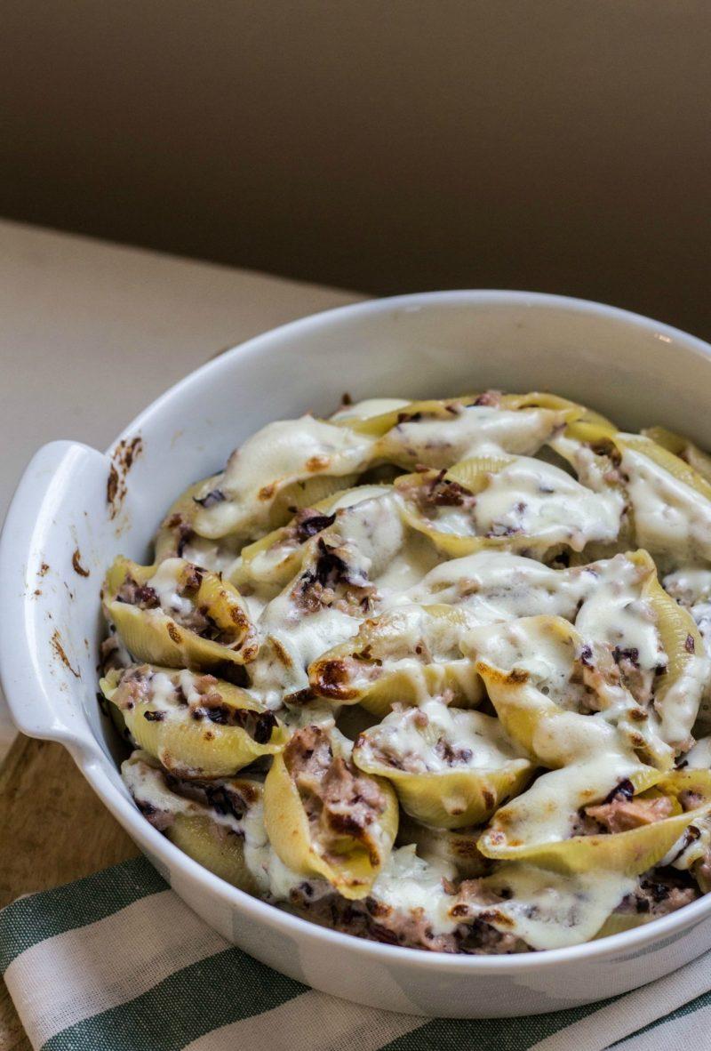 conchiglioni ripieni di radicchio noci e gorgonzola ricetta
