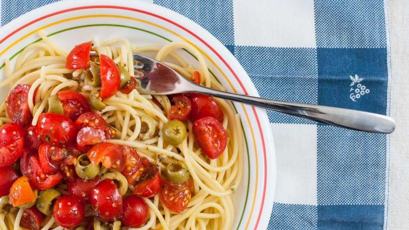 pasta olive e pomodorini piatto