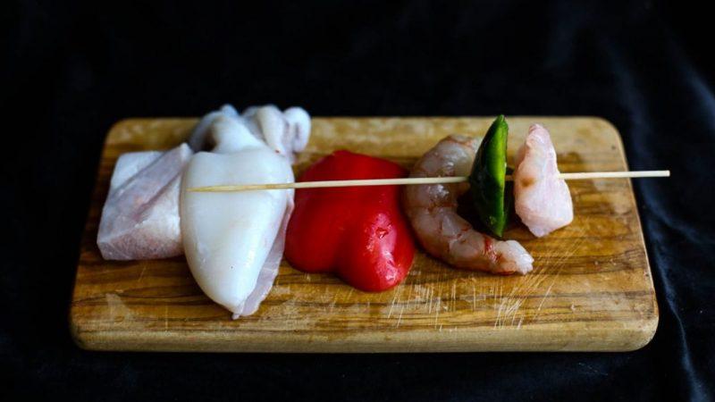 spiedini di pesce grigliati spiedino