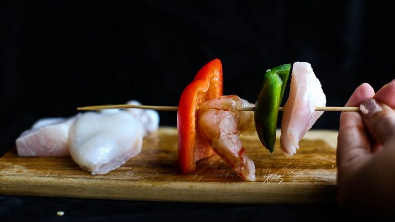 spiedini di pesce grigliati spiedo