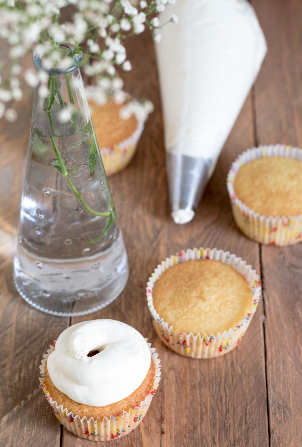 cupcake cotti con prima decorazione camy cream