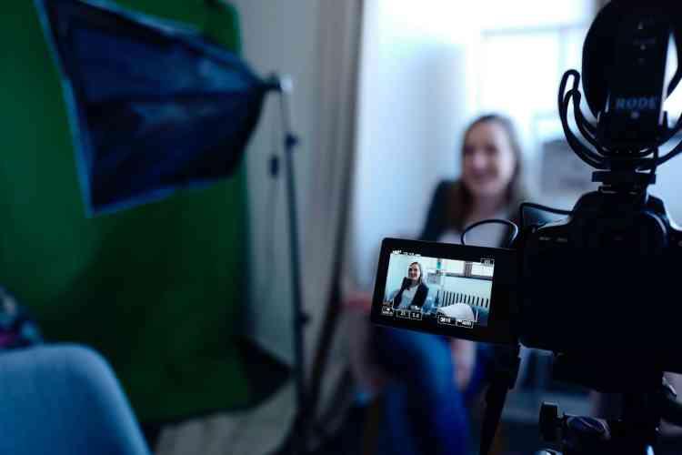 black-video-camera-2041396