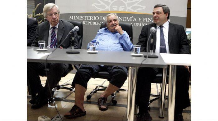 mujica en sandalias