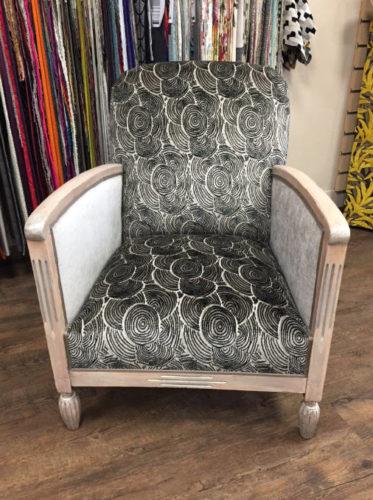 robe de velours pour un fauteuil art