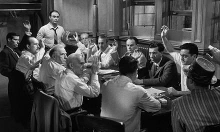 12 hombres enfadados y una sala de reunión