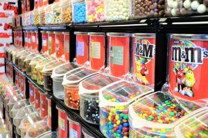 Fyld påskeægget hos Candy Corner