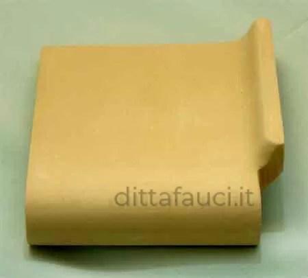 Biscotto ceramico e semilavorati in terracotta, maiolica di Caltagirone