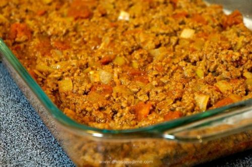 Git along little dawgie (and a short little cat) and make this Southwestern inspired casserole. Beefy and cheesy on the bottom with super moist corn cake on top and when the flavors meld together its casserole perfection. So ring that dinner bell because this recipe is sure to please the buckaroos in your neck of the woods.