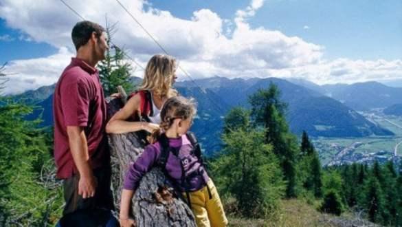 Cosa portare in montagna per una gita coi bambini?