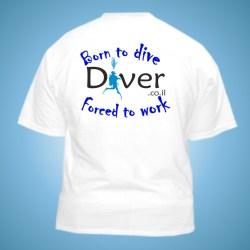 חולצת דריי פיט עם לוגו בצבע לבן