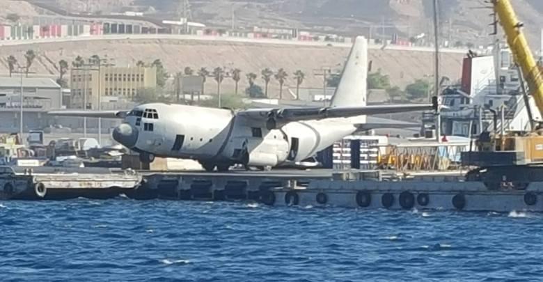 מטוס C-130 בהכנות אחרונות להטבעה במימי מפרץ עקבה