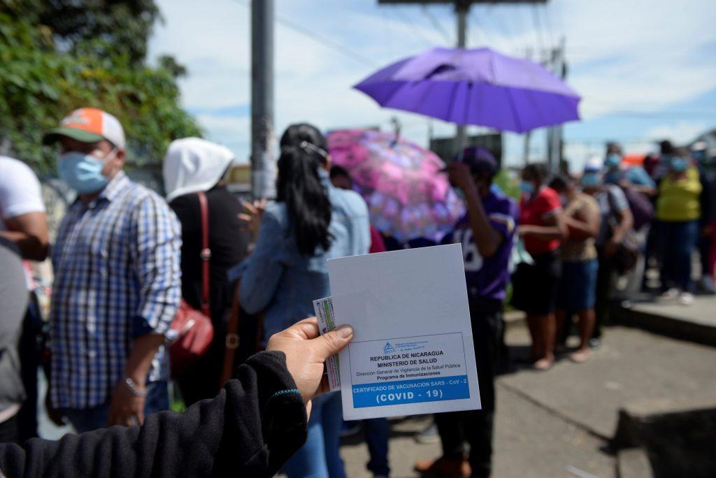 Amores a contramarea: Parejas del mismo sexo en Nicaragua y Costa Rica