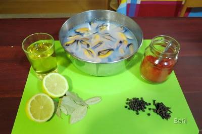 ingredientes para preparar los mejillones en escabeche al jerez