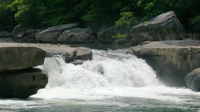 salo de agua de un rio en West Viginia