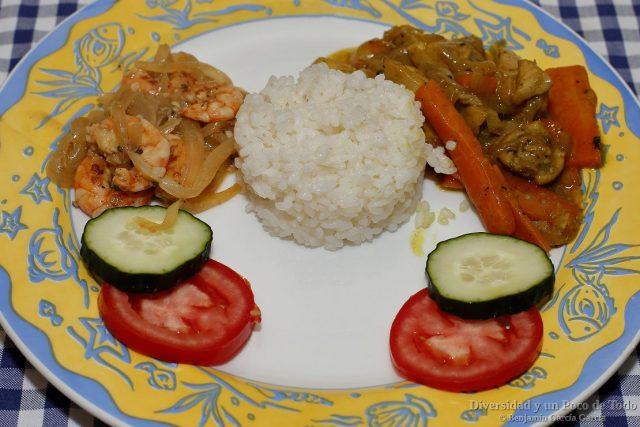 langostinos yassa y pollo yassa con arroz hervido