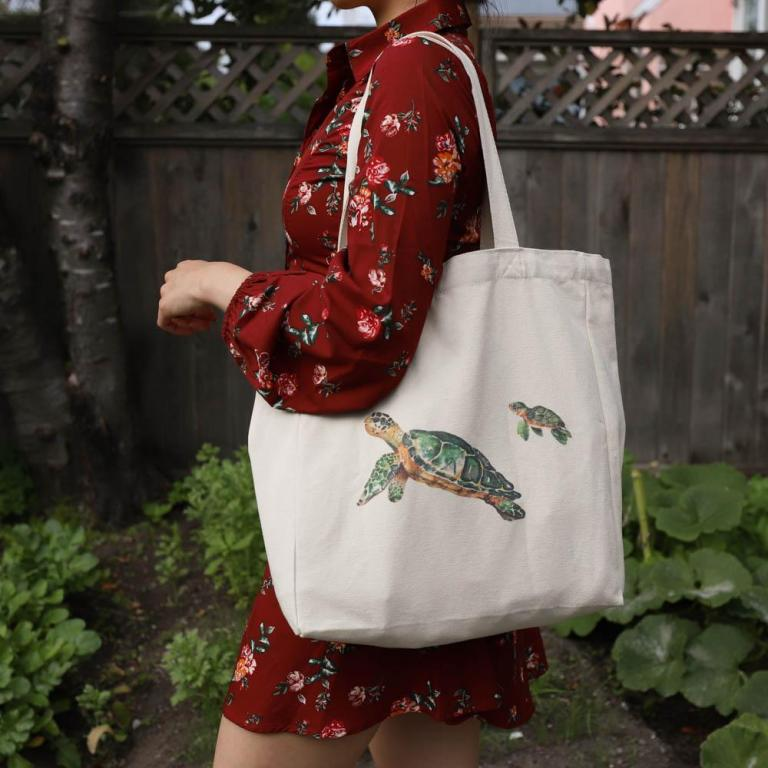 cotton-tote-bag-with-pocket-lifestyle-turtle-with-baby-net-zero-co