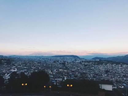 Quito von Oben (Aussicht von El Panecillo)