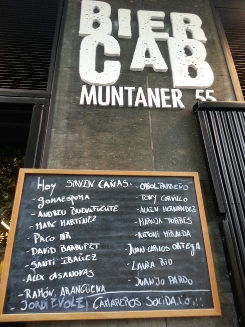 Letrero con el menú de camareros en servicio para el día #CervezaPaTós