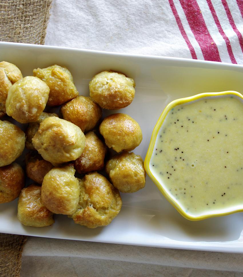 Pretzel Bites with Everything Bagel Cheese Dip
