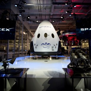 SpaceX intends to send two people around the Moon