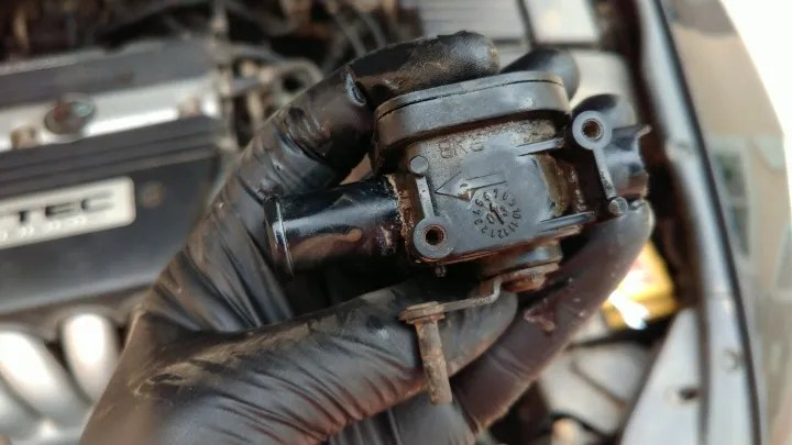 Water valve 2003 Accord