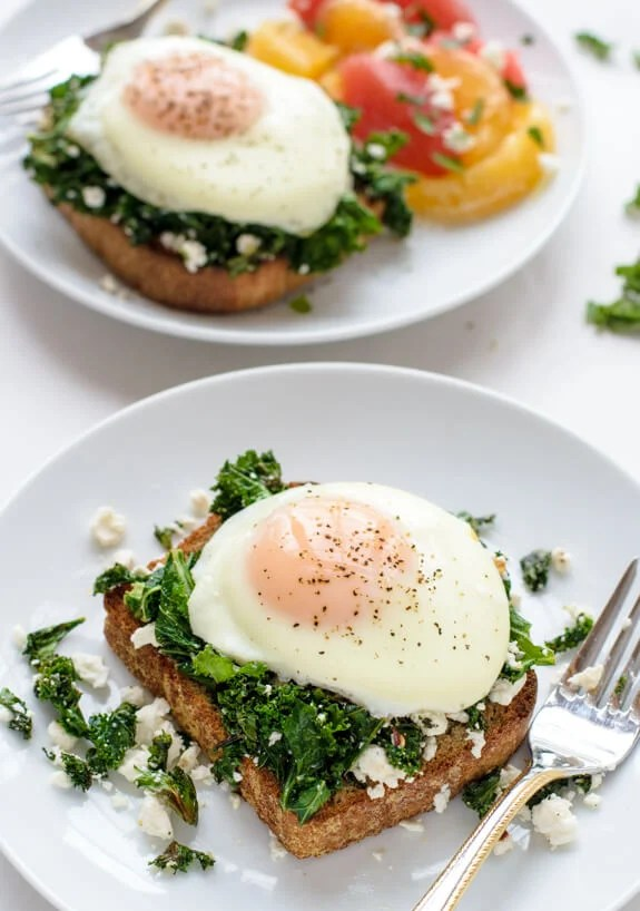 This spinach and feta avocado toast is AMAZING for breakfast or even dinner! Yum!