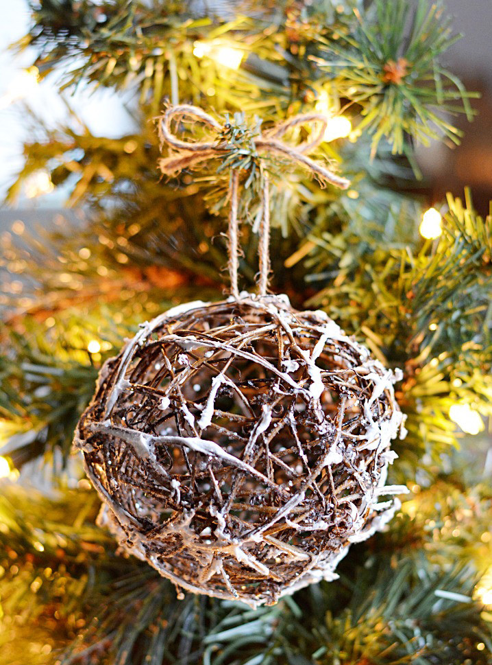 10 rustic christmas tree ornaments you can make yourself diy 1 snowy twig ball ornament solutioingenieria Images