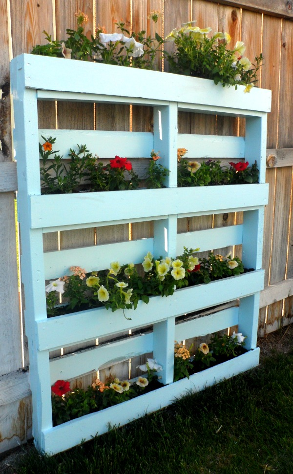 how to make vertical pallet planter