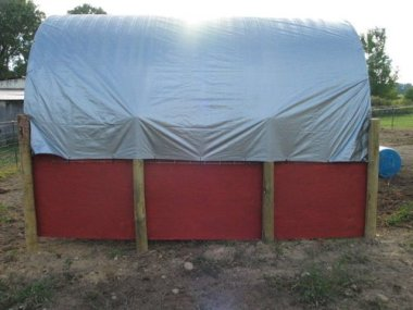 how to build horse shelter