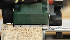 Electric Hand Planer making a Rebate
