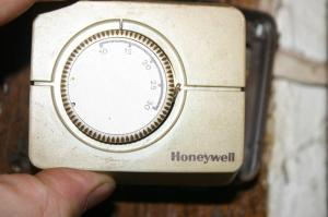Replace old Honeywell Thermostat with CM907 | DIYnot Forums