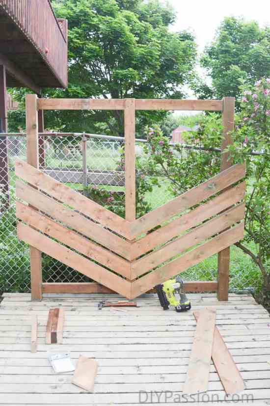 How to build a simple chevron outdoor privacy wall for Hanging privacy screens for decks